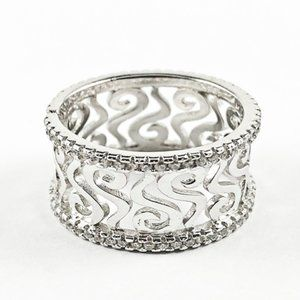 Jewelry - Beautiful Filigree Design Eternity Shiny Ring